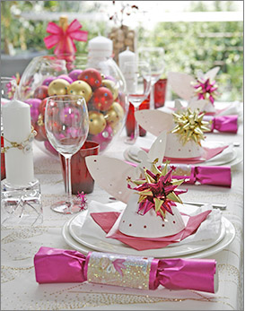 christmas table in pink christmas celebrate. Black Bedroom Furniture Sets. Home Design Ideas